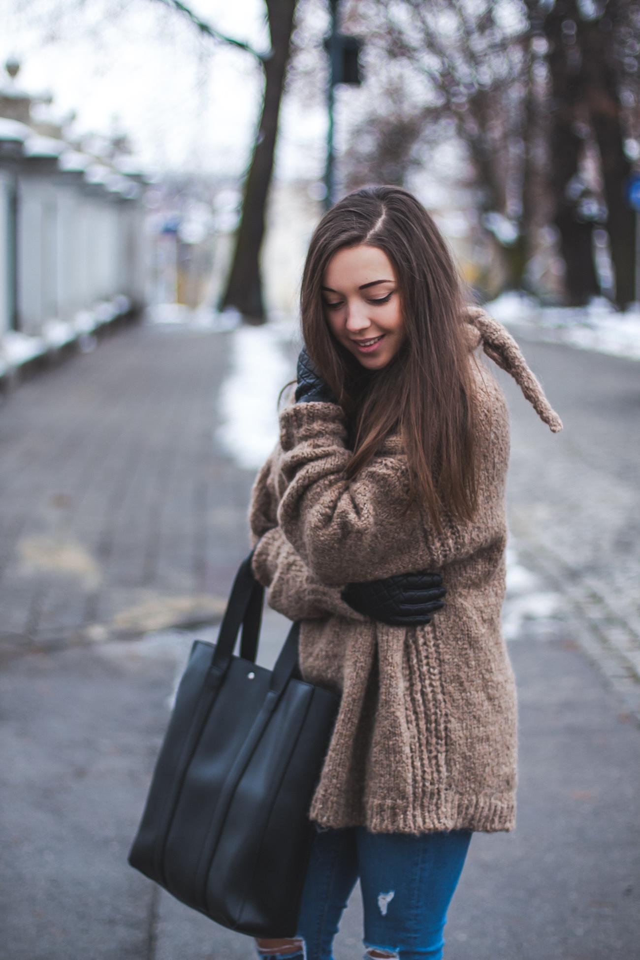 brązowy zimowy sweter zara