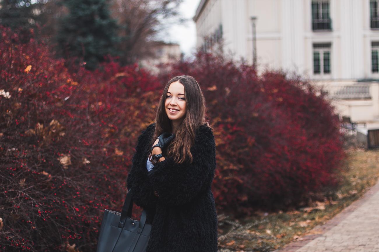 czarne futro outfit blog modowy