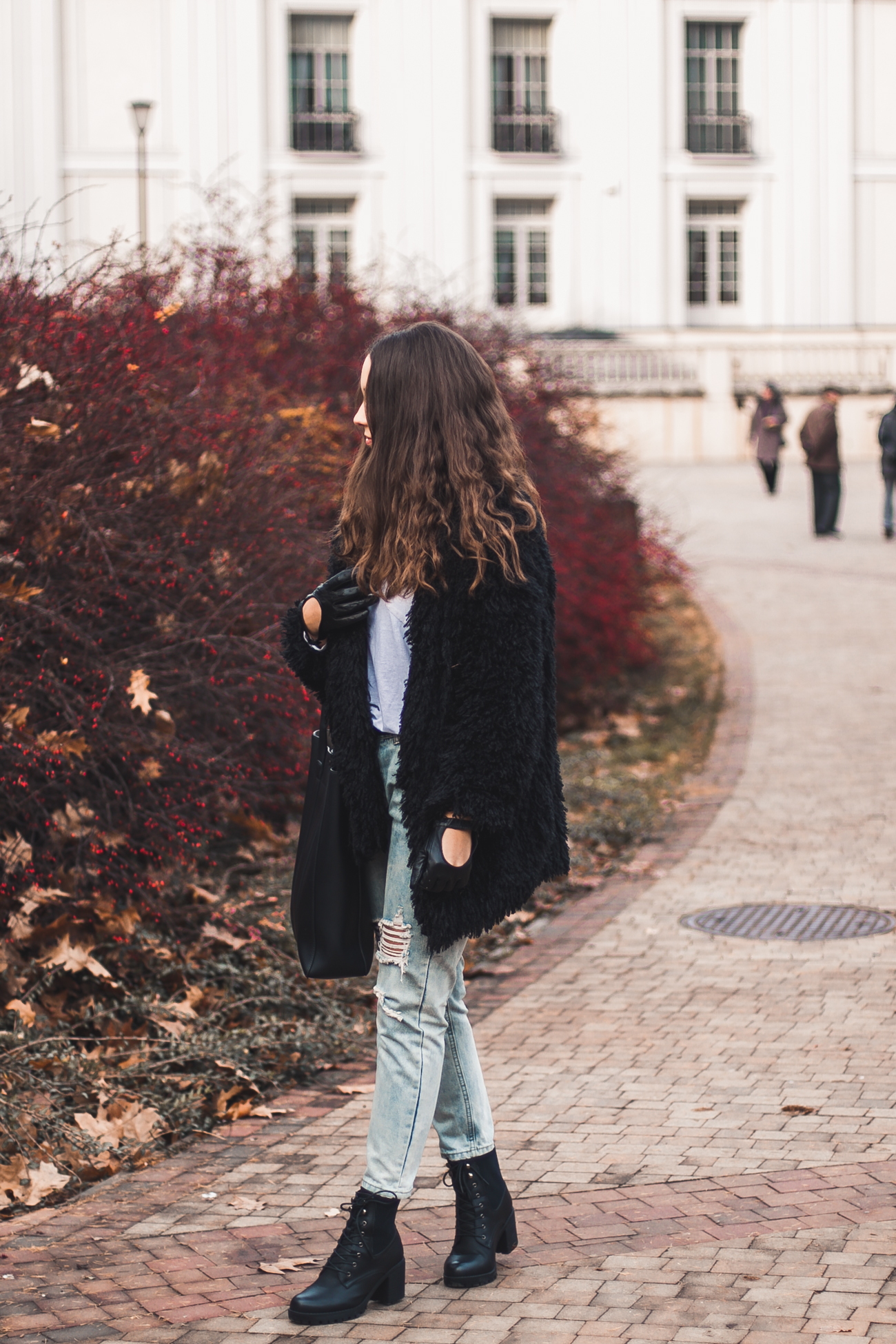 Czarne futro stylizacja jesienna