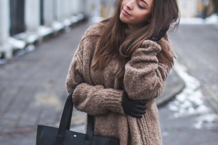 Wełniany zimowy sweter zara stylizacja