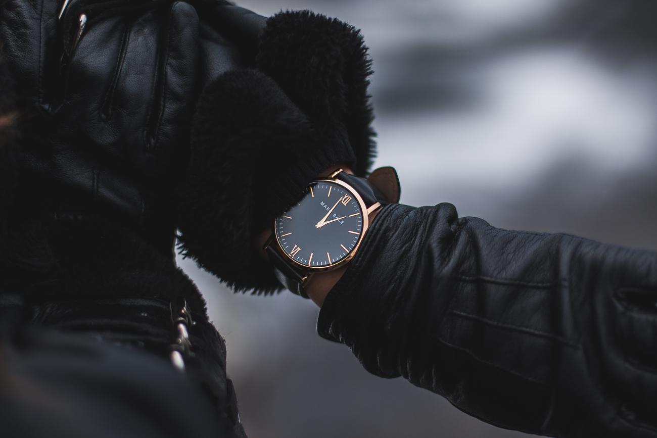 czarny zegarek marc bale