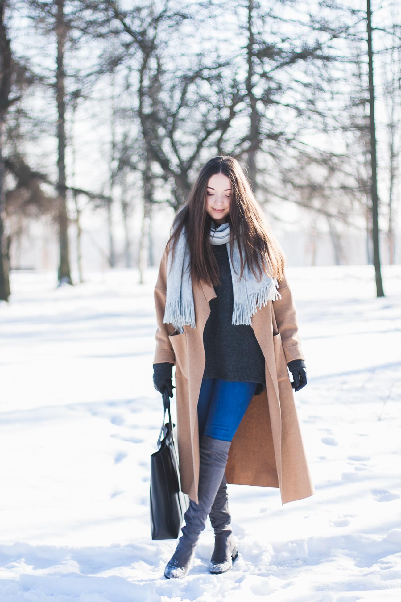 długi-płaszcz-beżowy-stylizacja