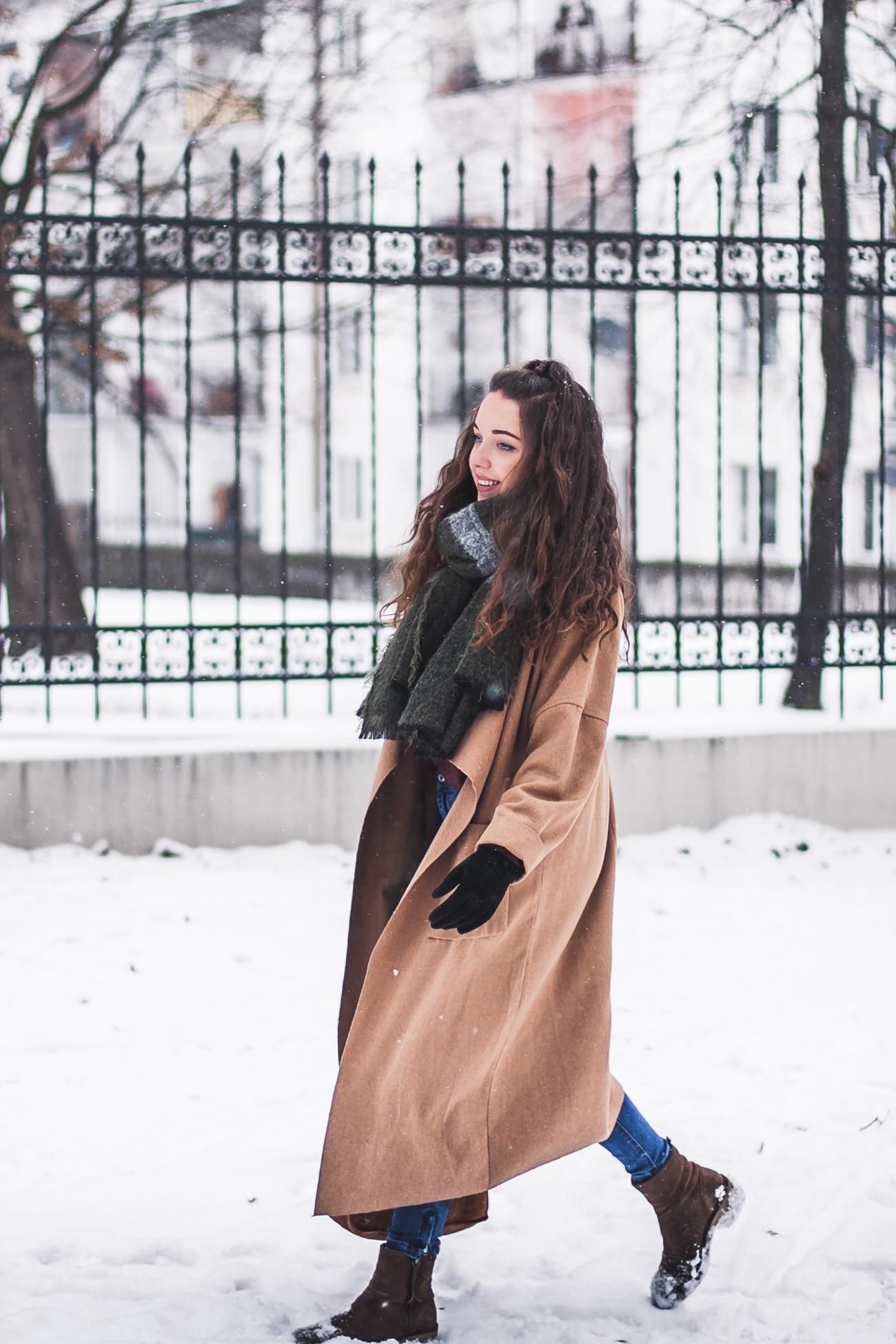 Długi płaszcz beżowy blog