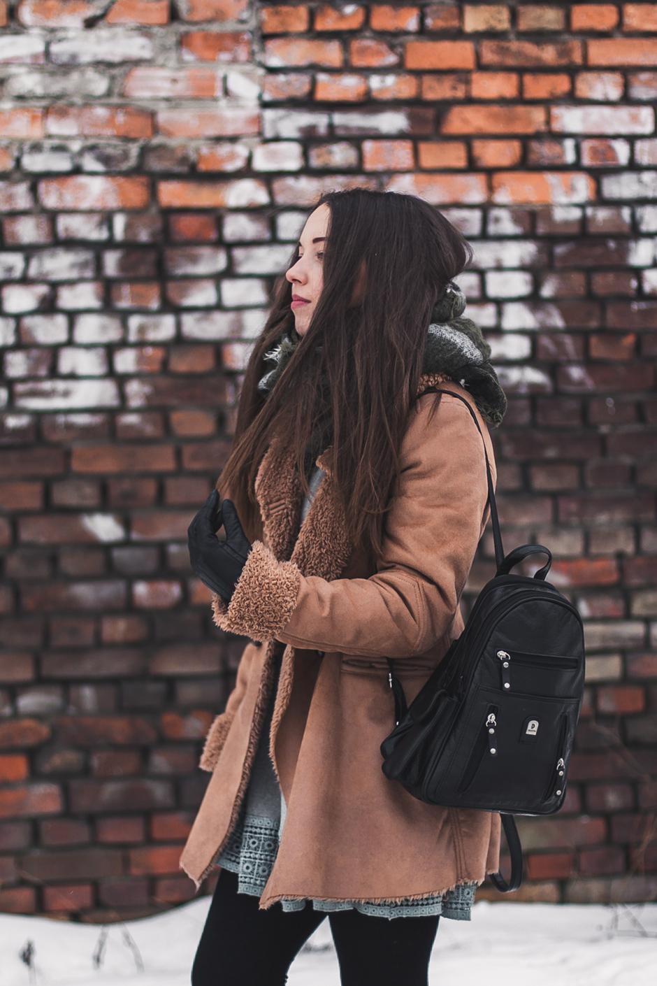 Karmelowy płaszcz stylizacja gdzie kupić