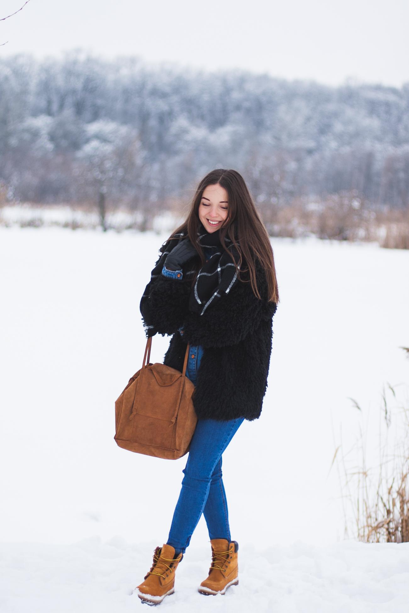 Miodowe timberlandy stylizacja zimowa