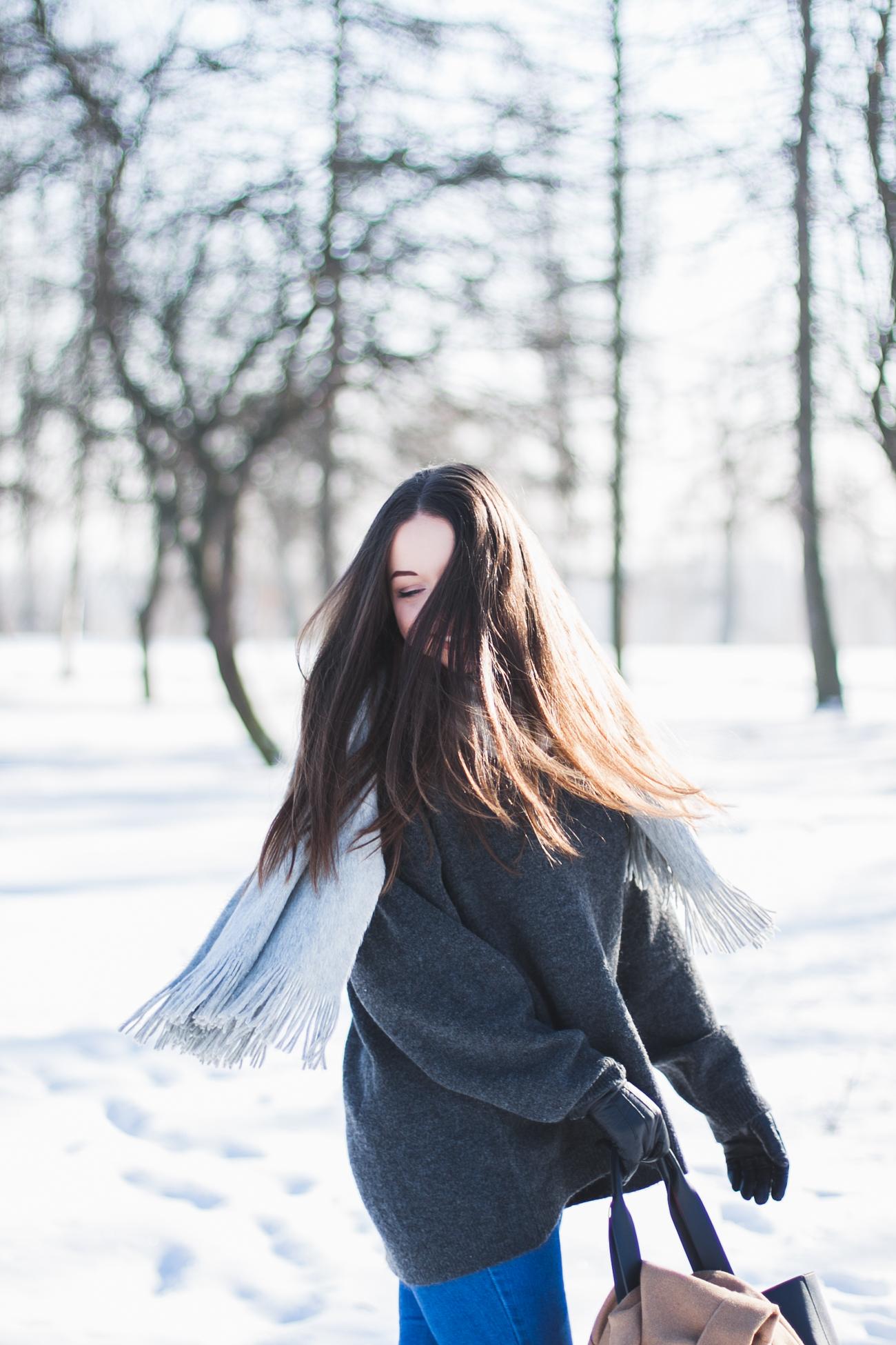 szary-sweter-zara-wyprzedaż