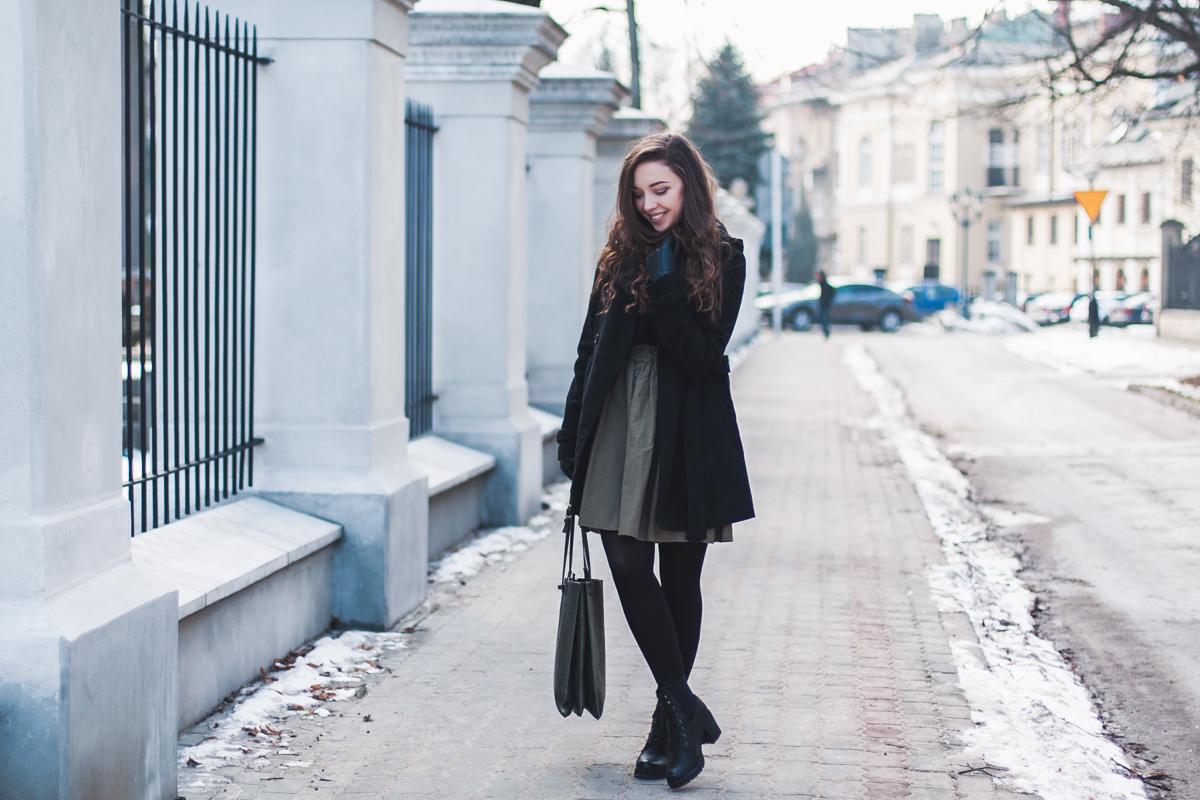 Oliwkowa spódnica stylizacja