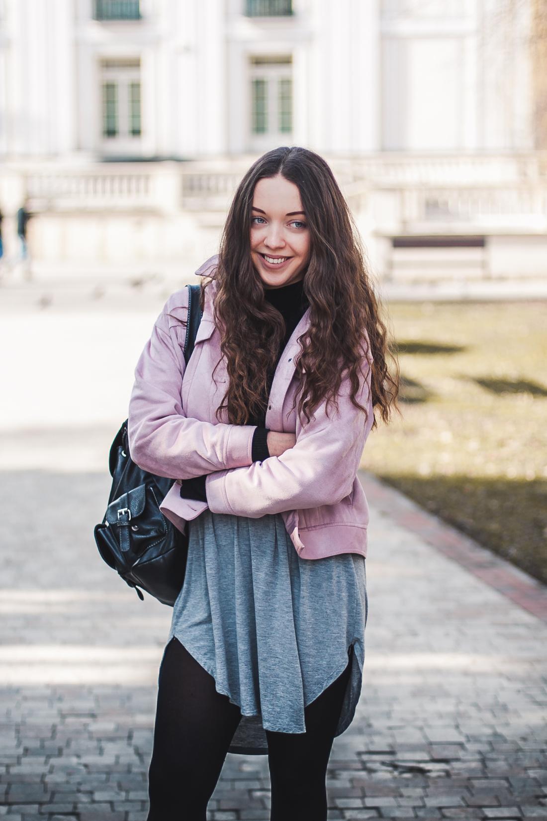 pastelowa kurtka zamszowa styl