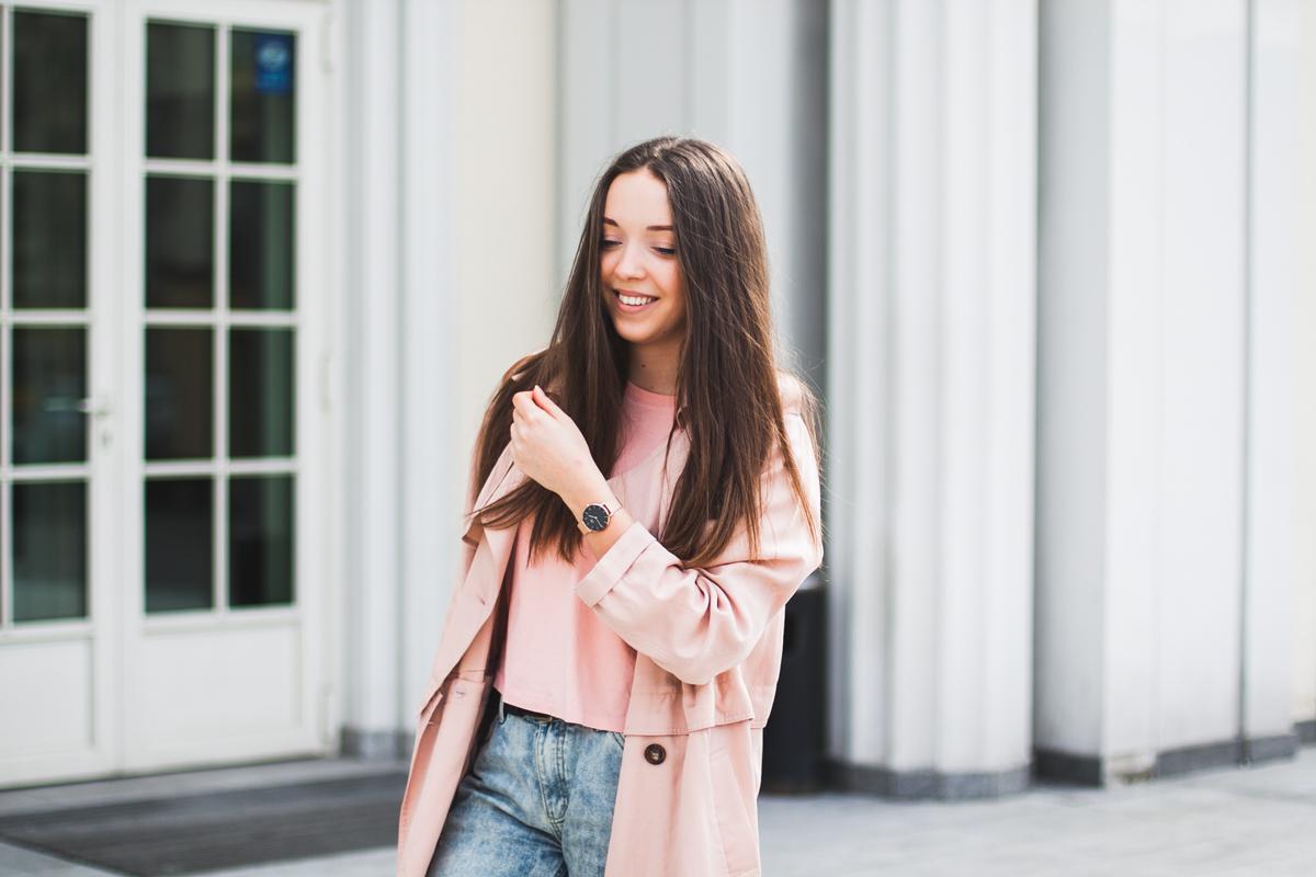 różowy prochowiec stylizacja