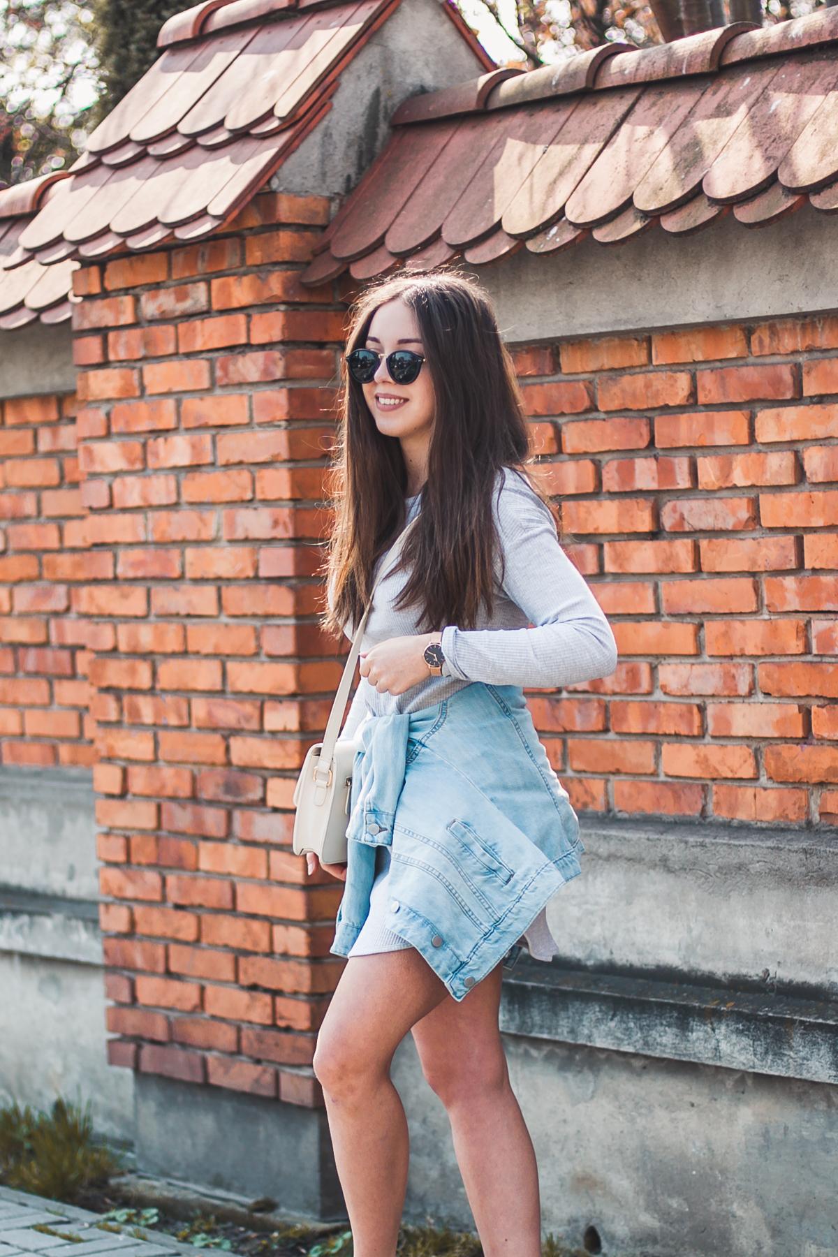 jeansowa kurtka do sukienki stylizacja