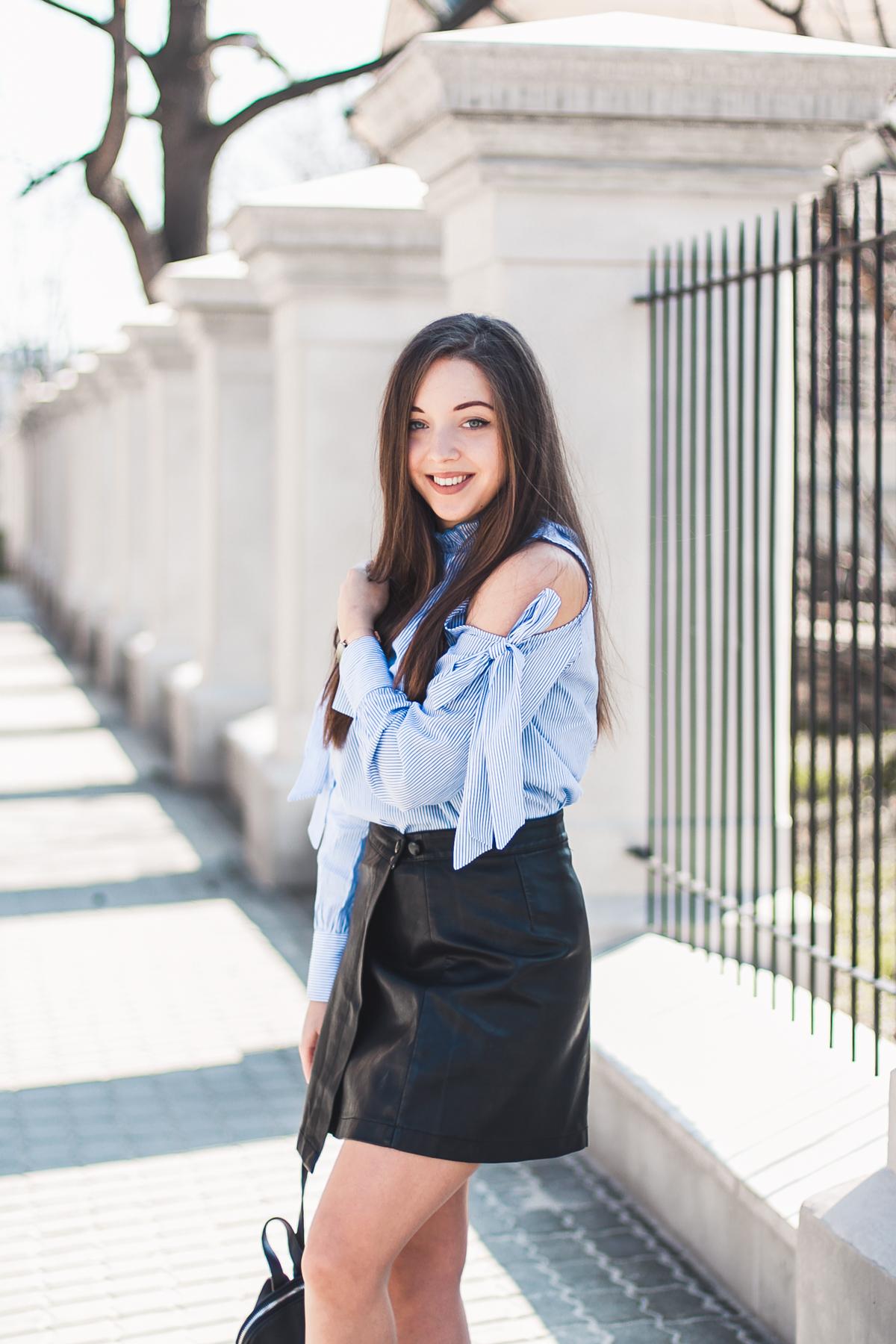niebieska koszula damska w paski stylizacja