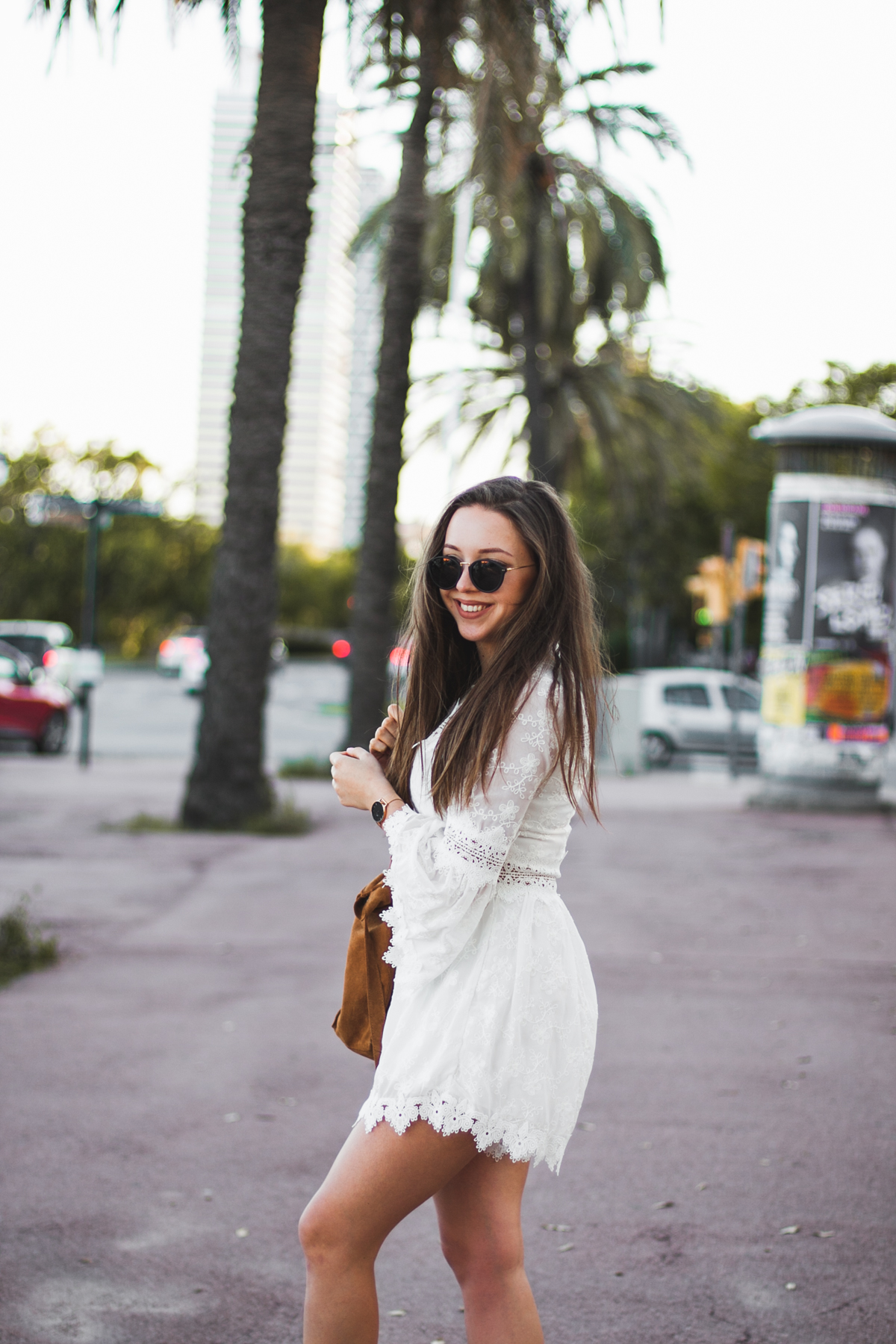 Biały koronkowy kombinezon stylizacja