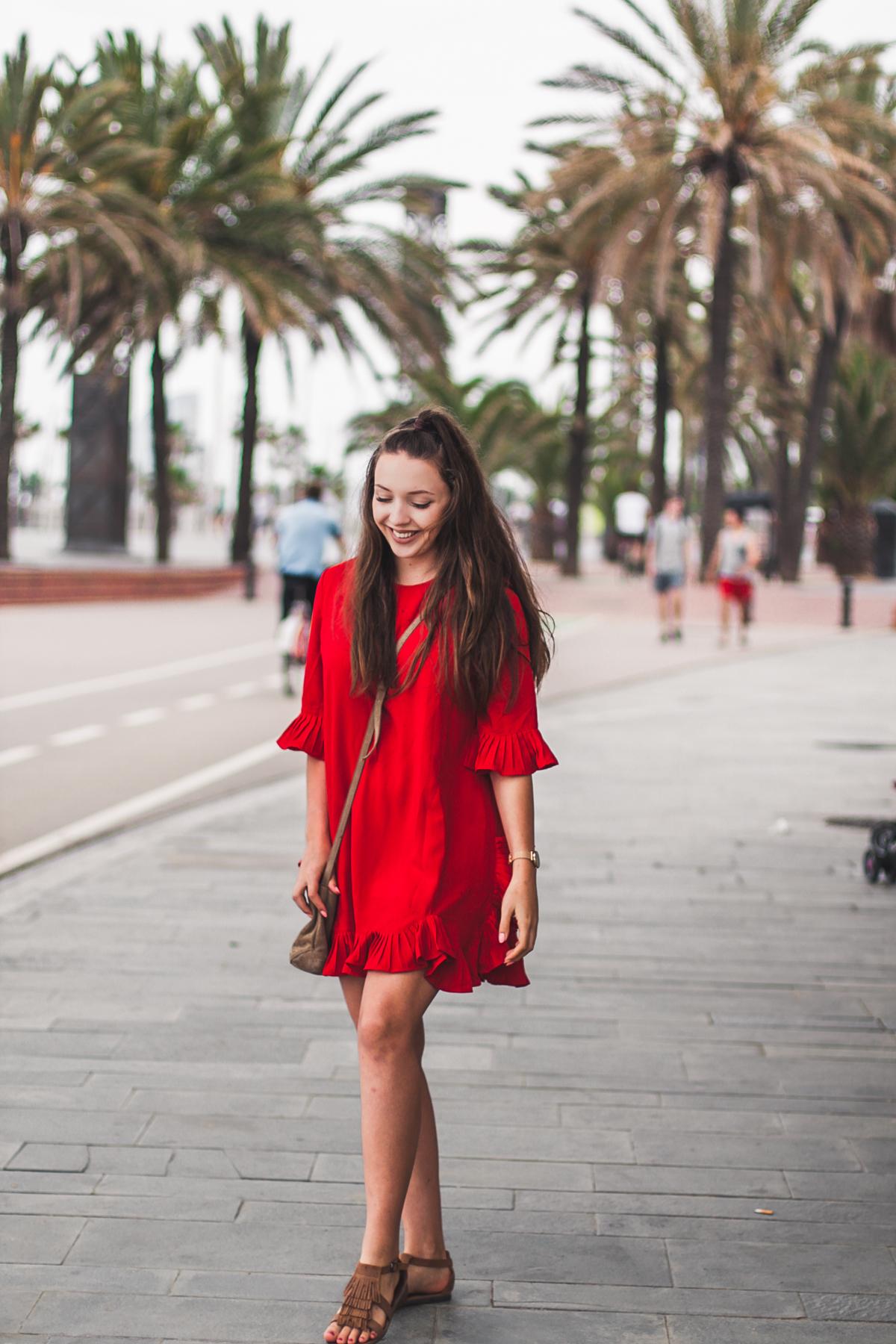 Czerwona sukienka w stylizacji