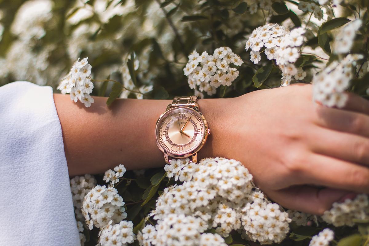 guess zegarek damski różowe złoto