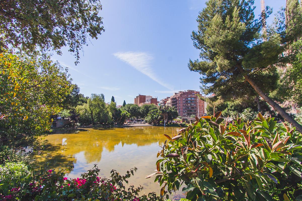 Park sagrada familia Plaça de Gaudí barcelona