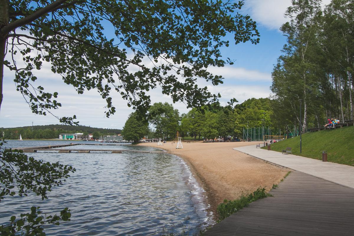plaża nad jeziorem ukiel jezioro krzywe
