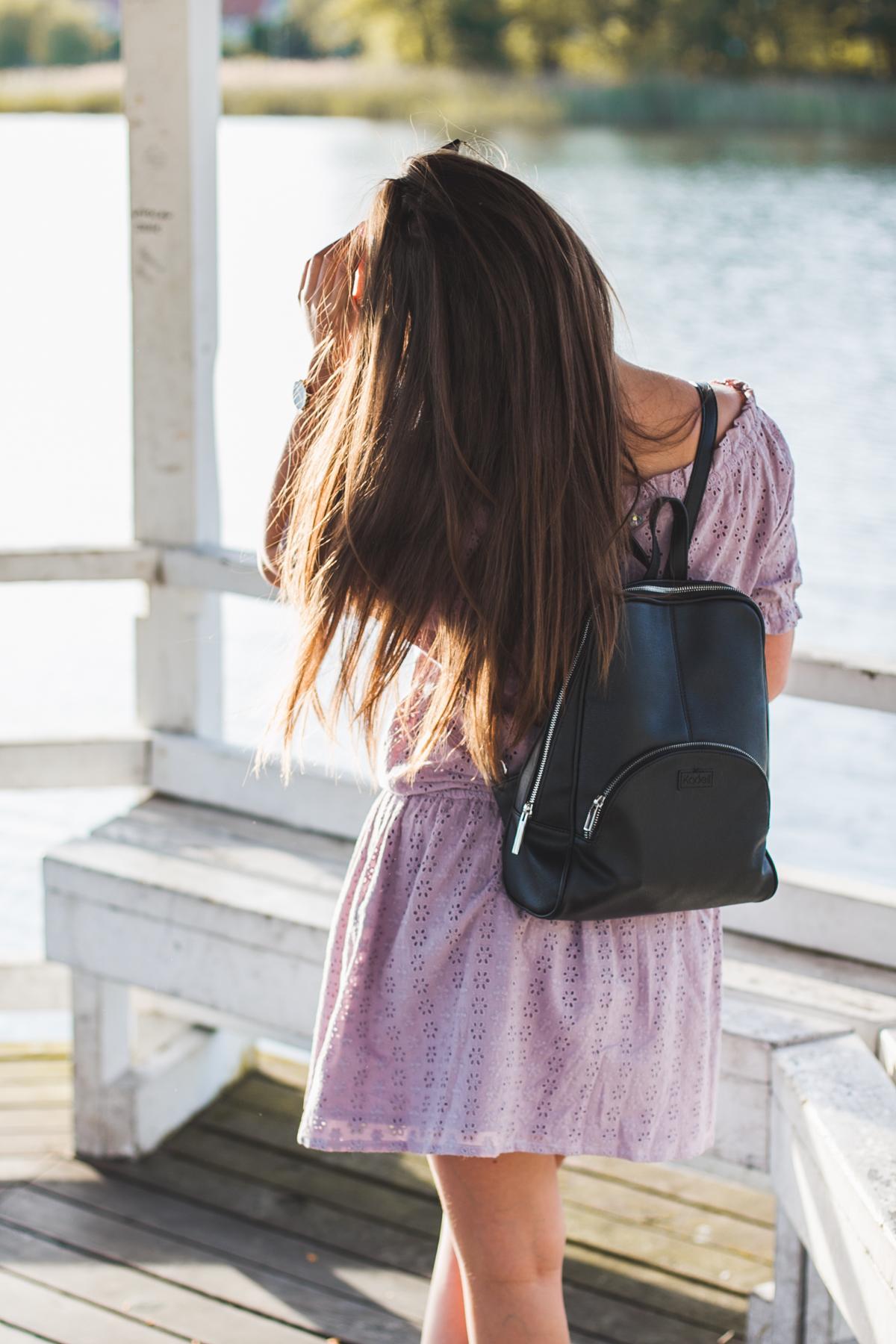 Liliowa haftowana sukienka preska