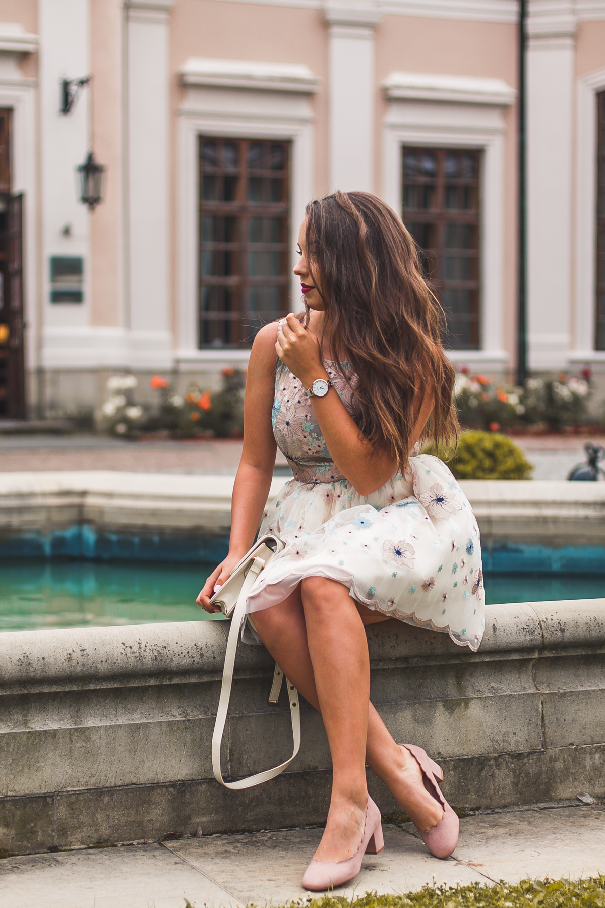 jaką sukienkę na wesele wybrać romantyczna