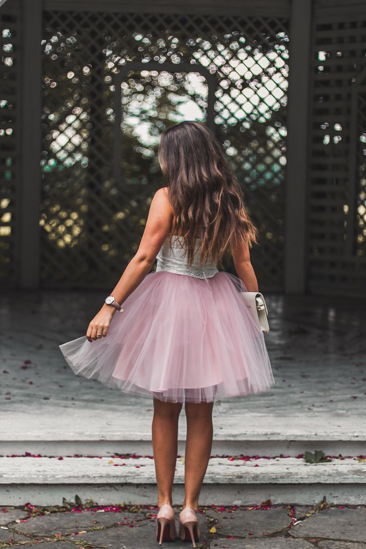 sukienka z różowym tiulem i białym topem