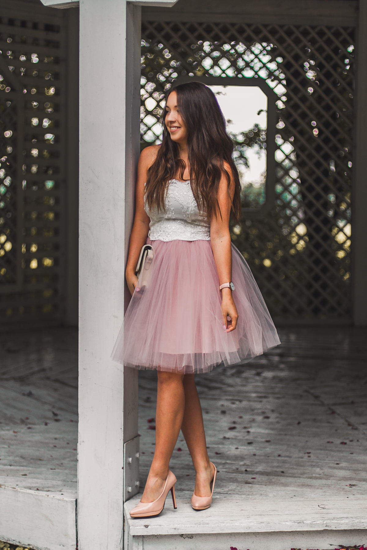 sukienka z tiulem bez ramiączek