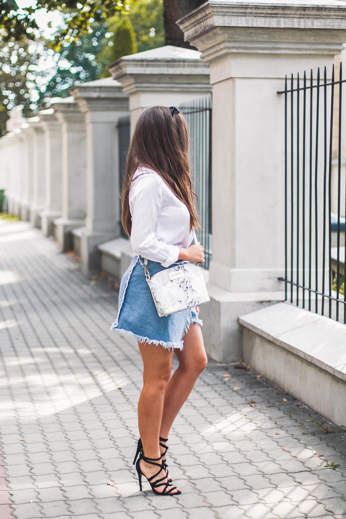 Biała jedwabna koszula