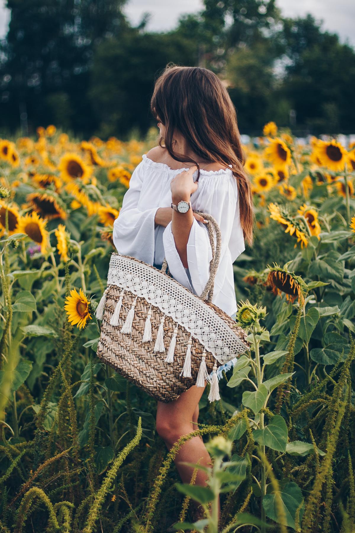 słomiana torba plażowa z haftem i frędzlami