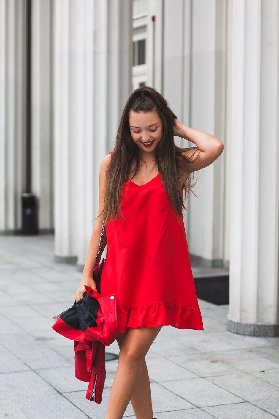 red total look czerwona sukienka i kurtka