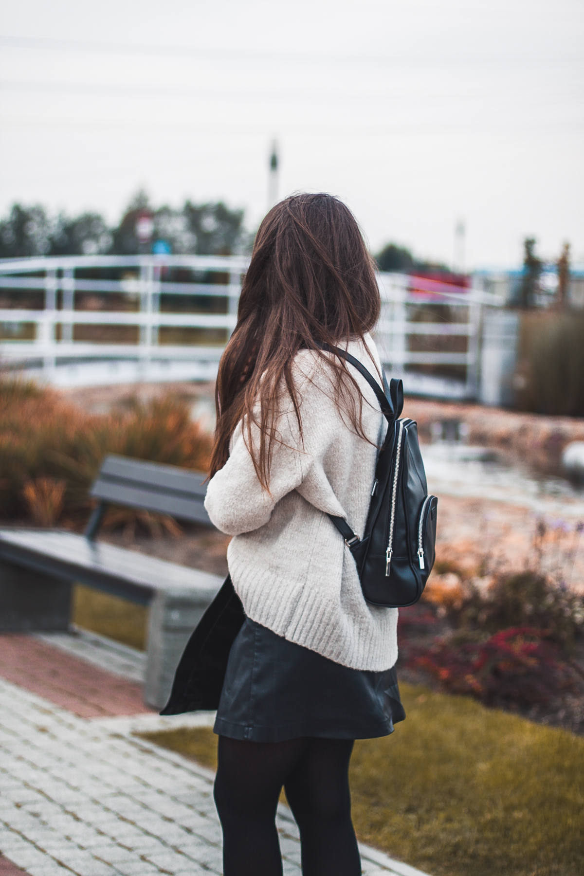 Beżowy sweter akryl zara
