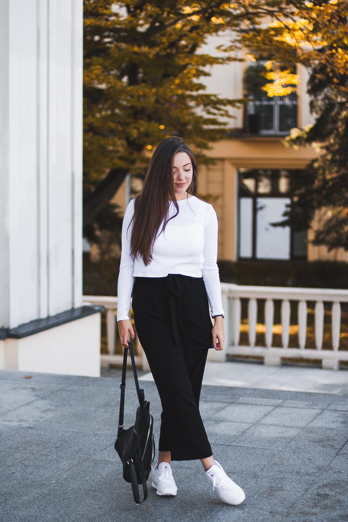 stylizacja spodnie z kokardą i szerokimi nogawkami