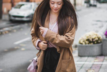 Pastelowy różowy sweter answear