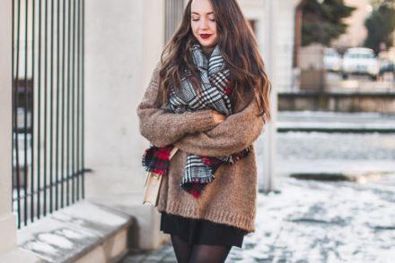 brązowy gruby sweter zimowy
