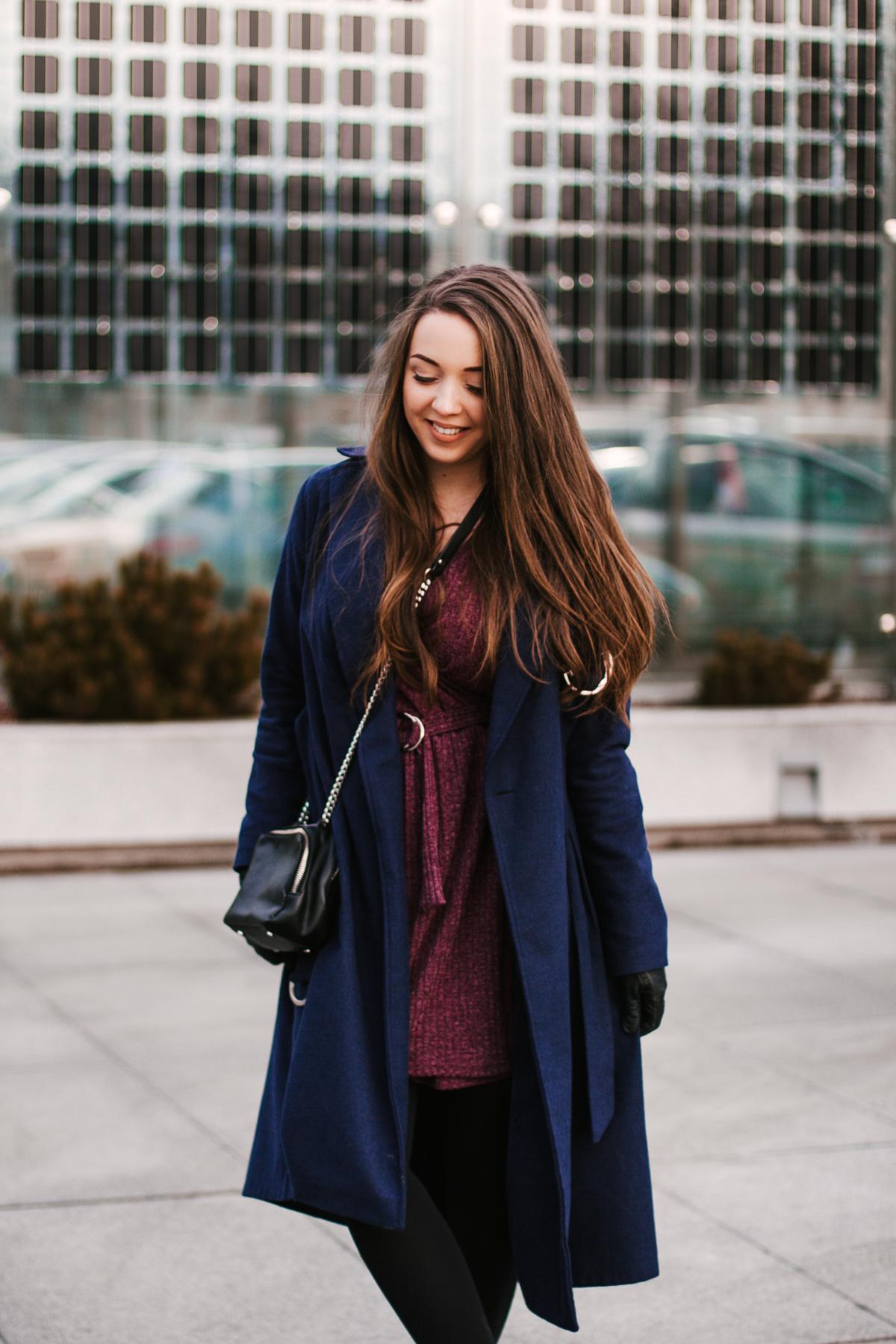 granatowy elegancki płaszcz stylizacja