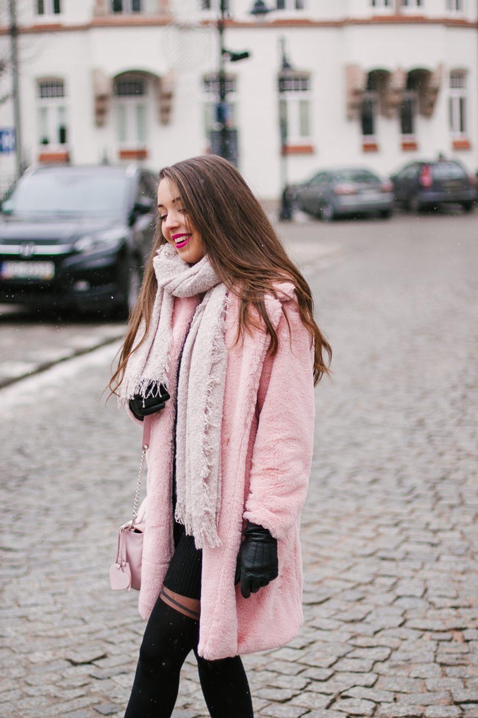 Różowe futro shein stylizacja