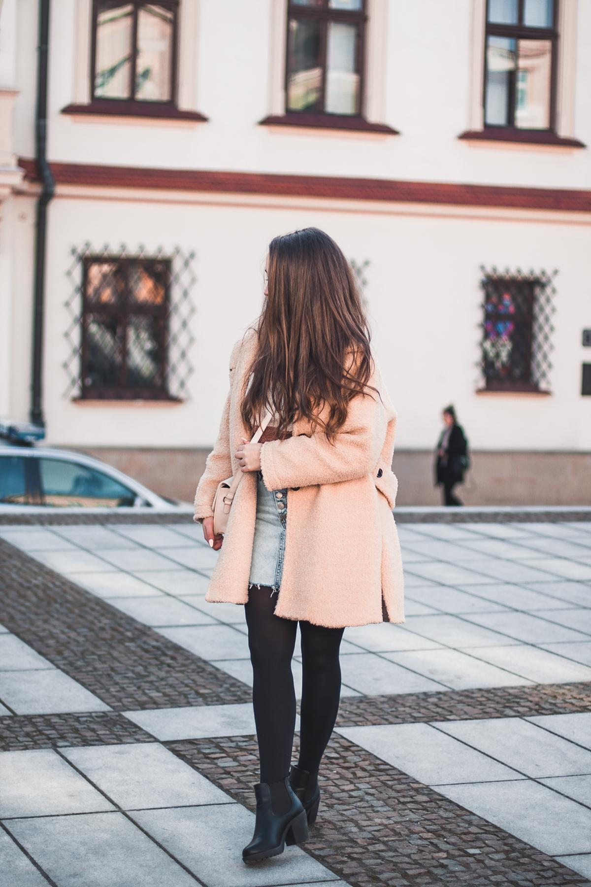 beżowy misiowy płaszcz