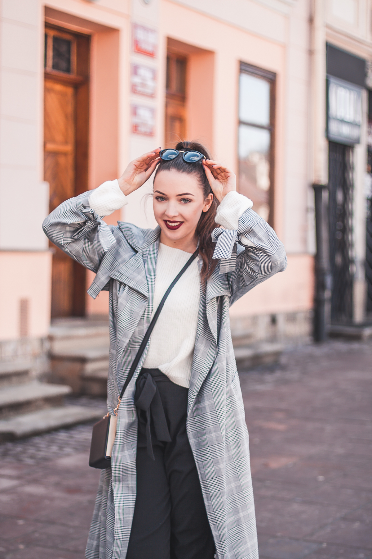 płaszcz w kratkę stylizacja wiosenna