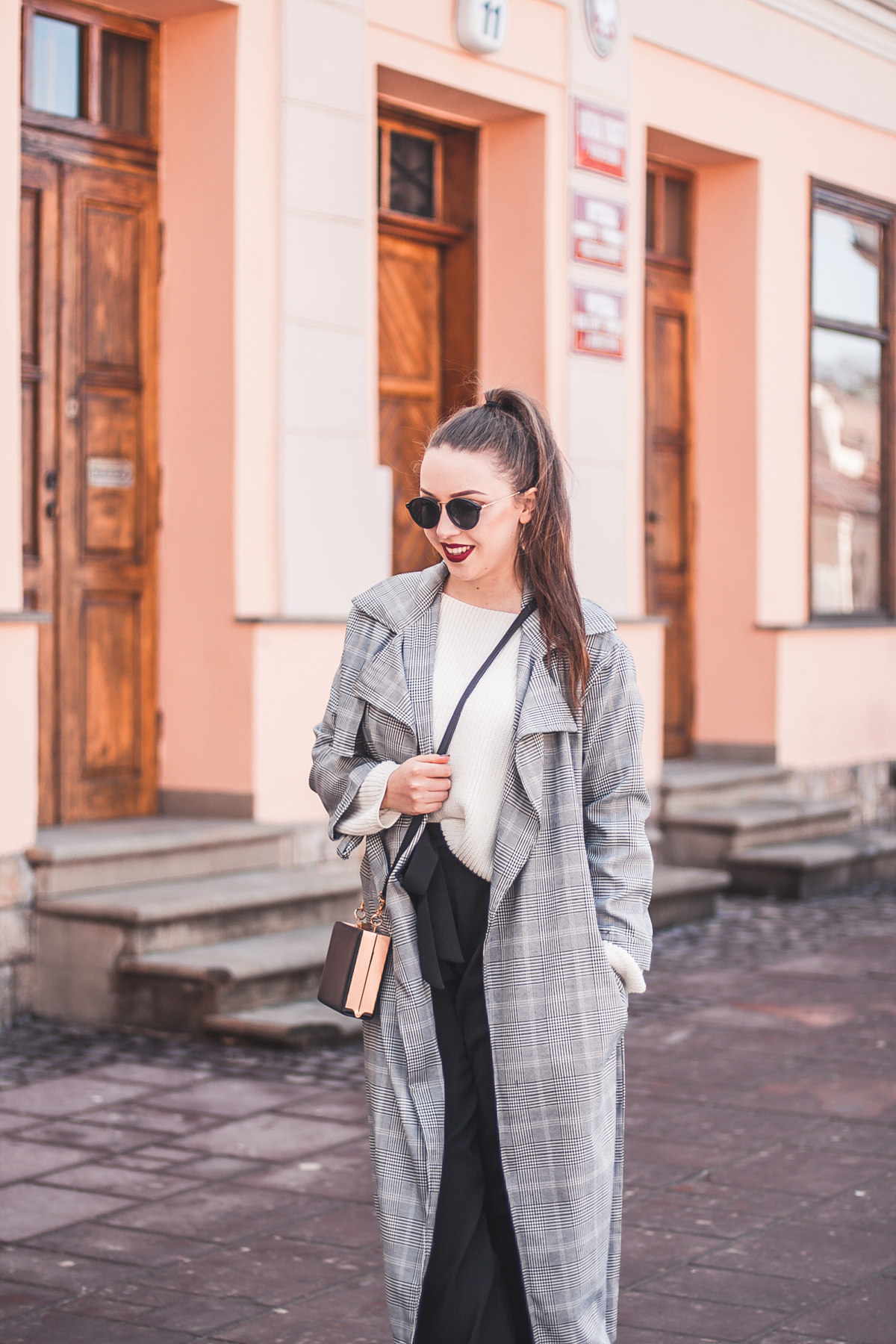czarne szerokie spodnie zara stylizacja