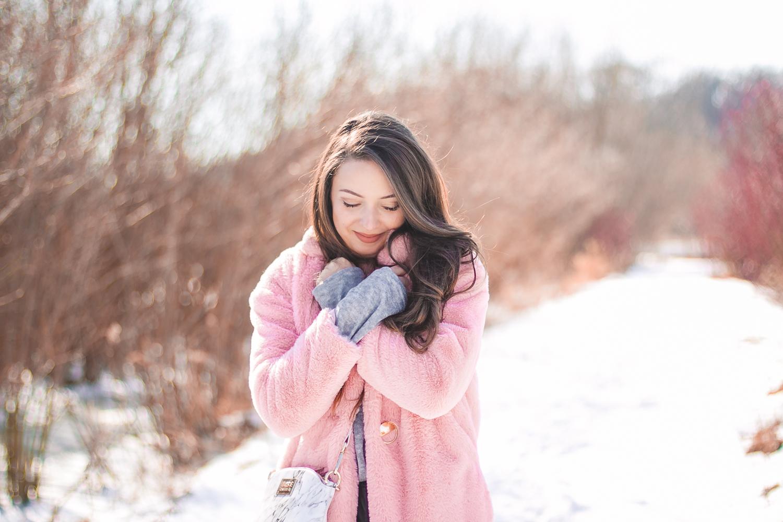 różowe futro stylizacja na zimę