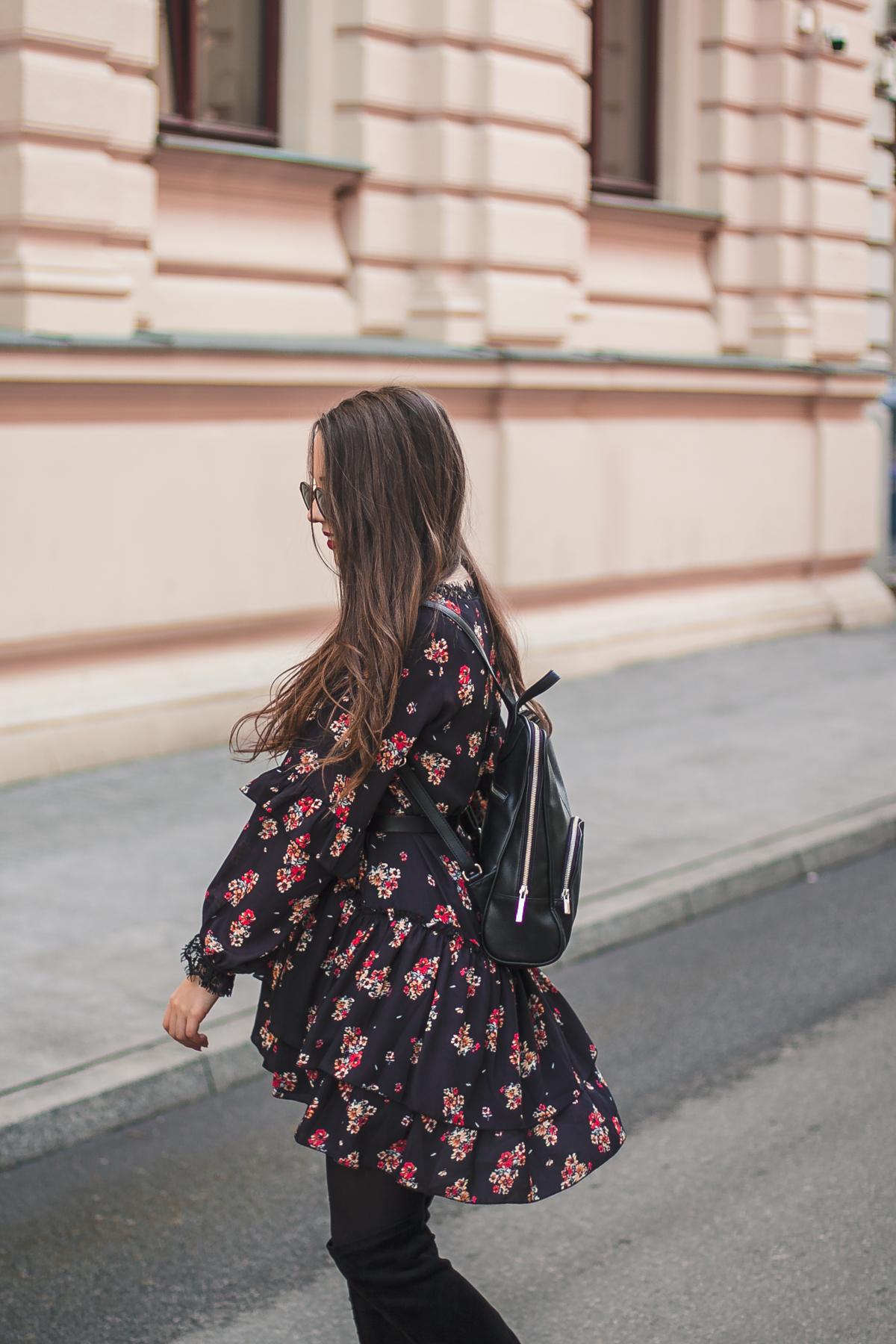 stylizacja z sukienką w kwiatki