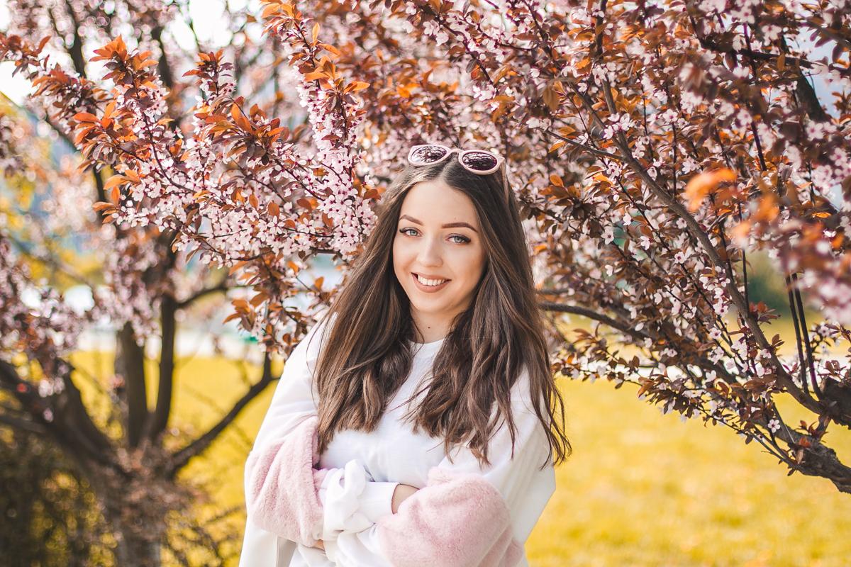 sesja z różowymi drzewami