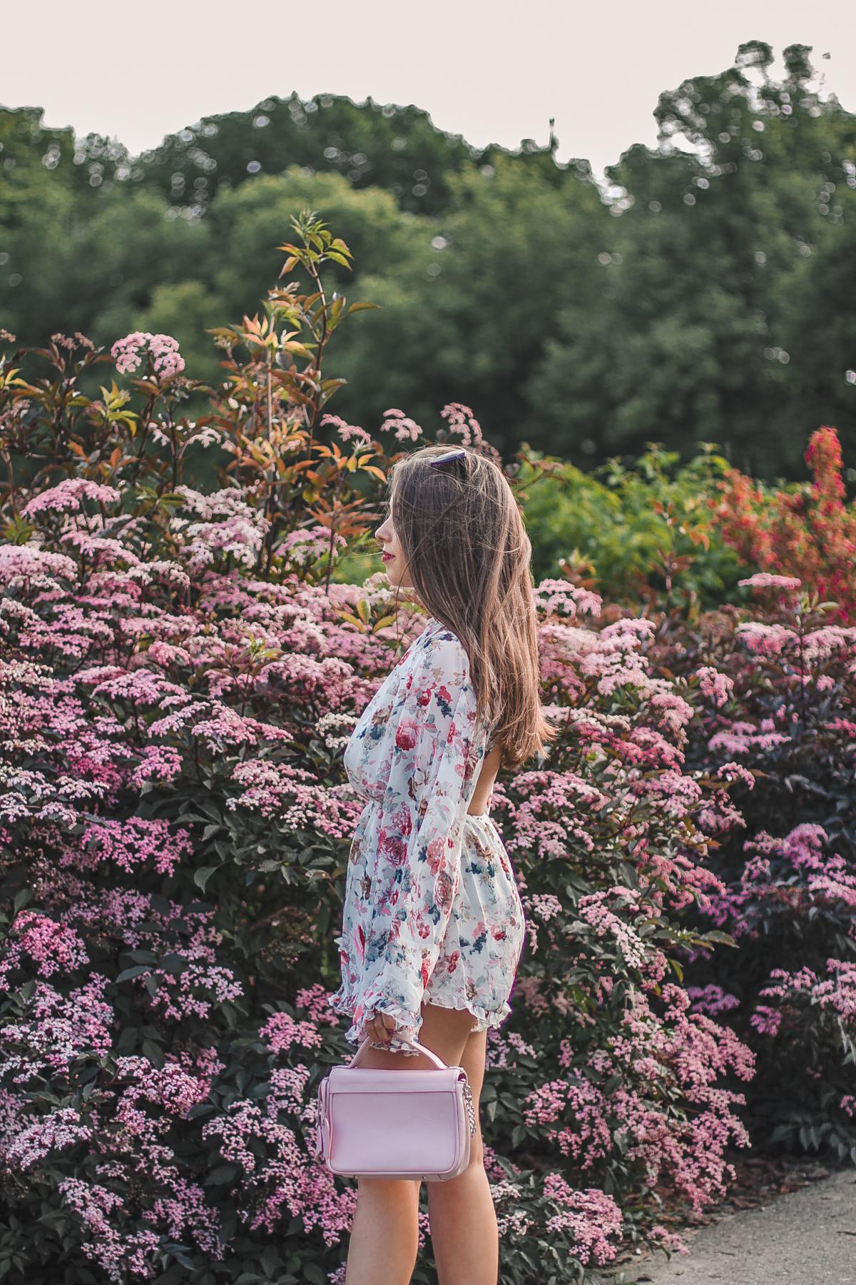kombinezon w kwiaty stylizacja