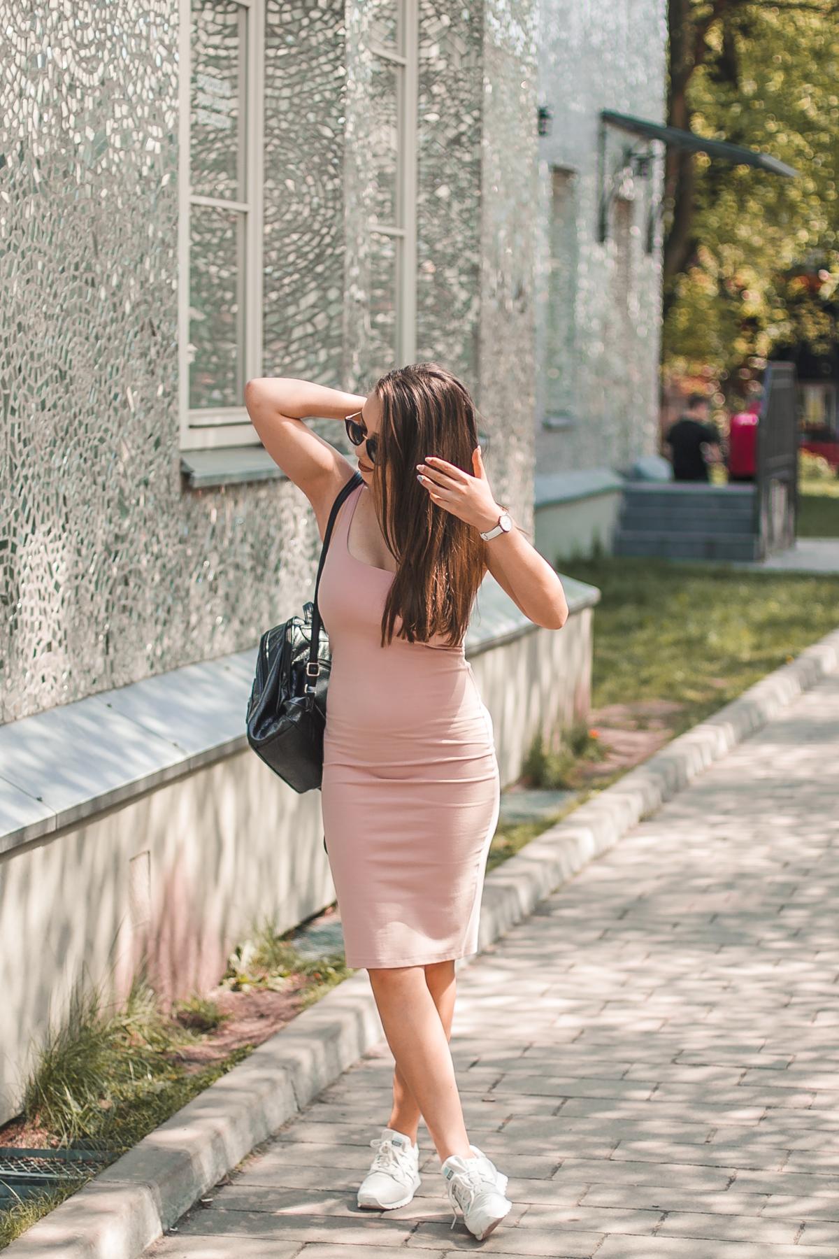 stylizacja z sukienką midi