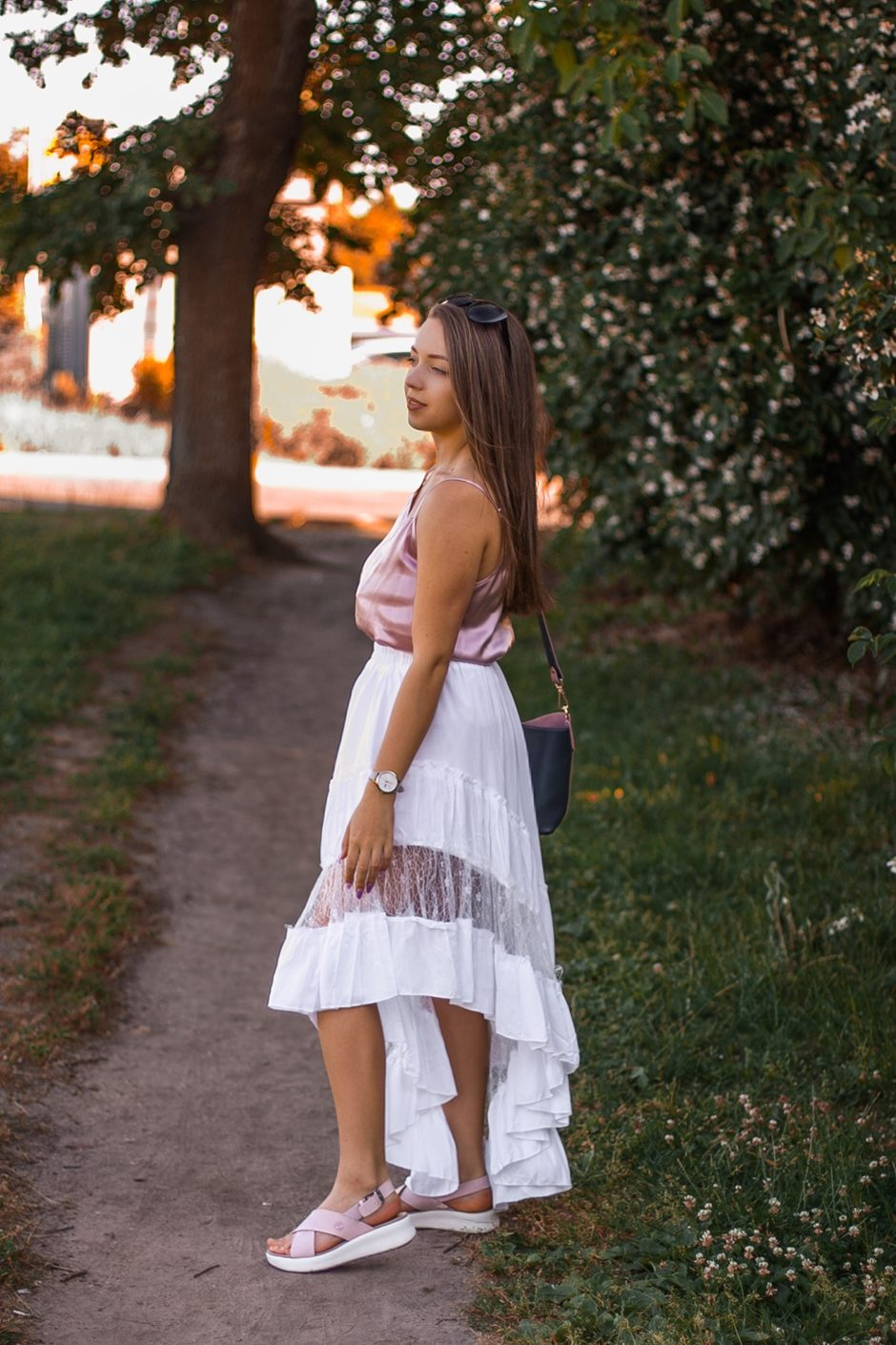 asymetryczna spódnica z koronką stylizacja