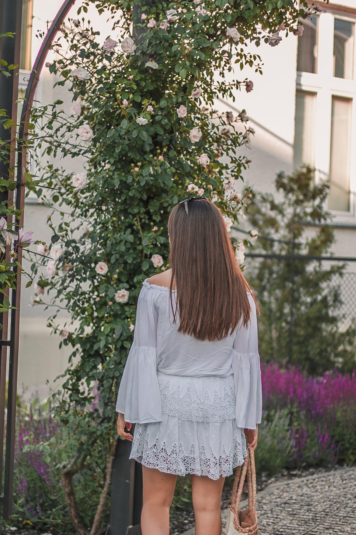 haftowana spódnica koronkowa