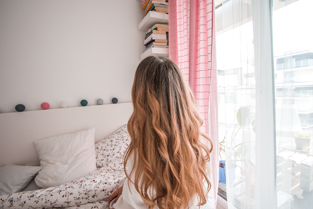 metamorfoza włosów z brązu na blond farbowanie sombre