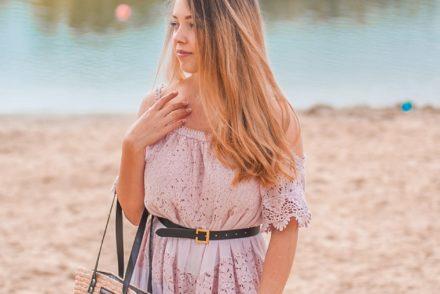 Liliowa koronkowa sukienka
