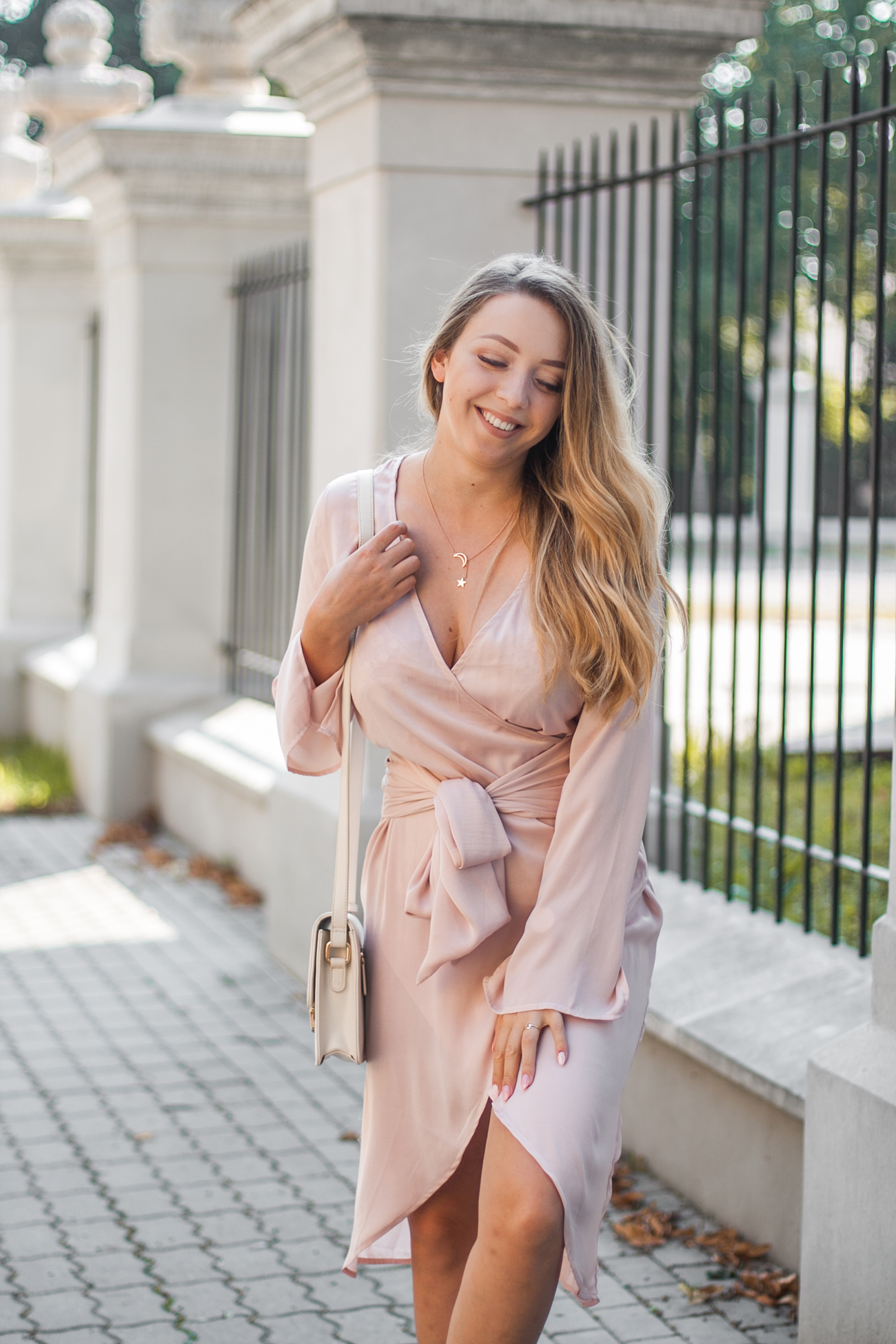 jasnoróżowa sukienka na wesele