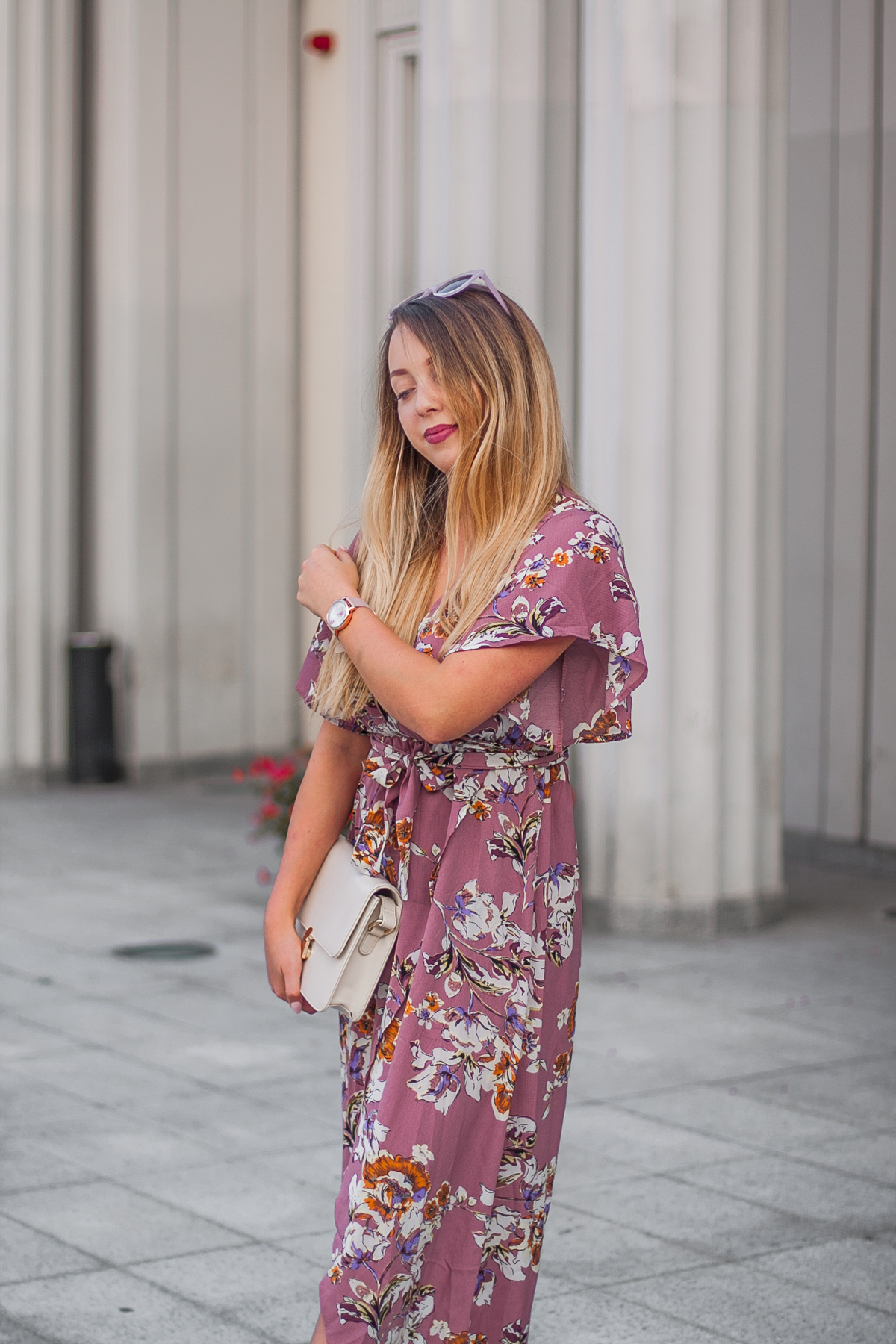 jak się ubrać na poprawiny? maxi sukienka w kwiaty