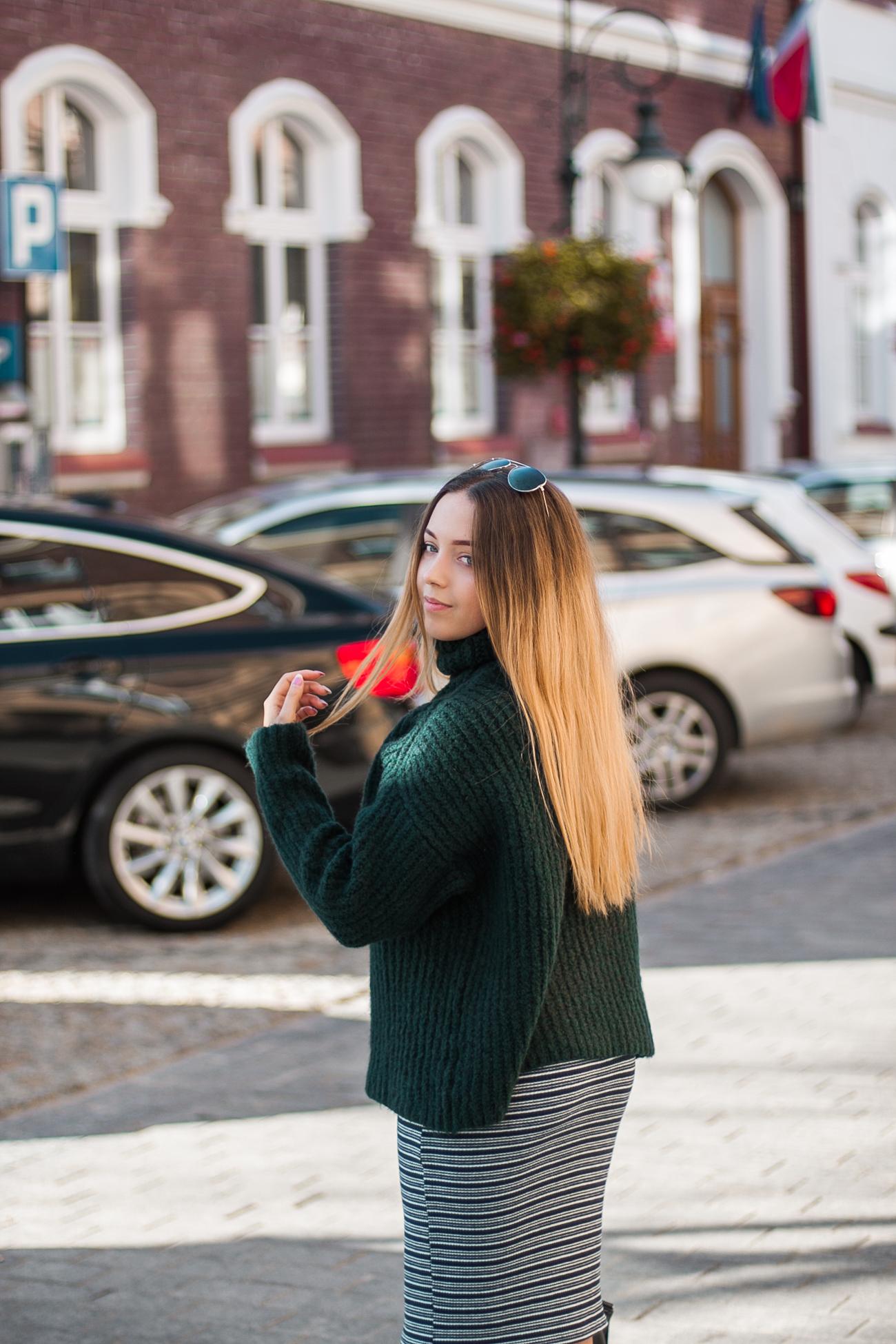Sweter w kolorze butelkowej zieleni z na-kd