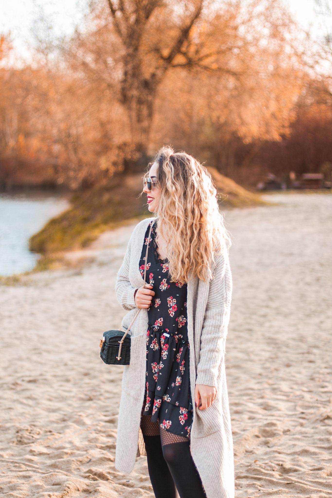 beżowy kardigan idealny na jesień