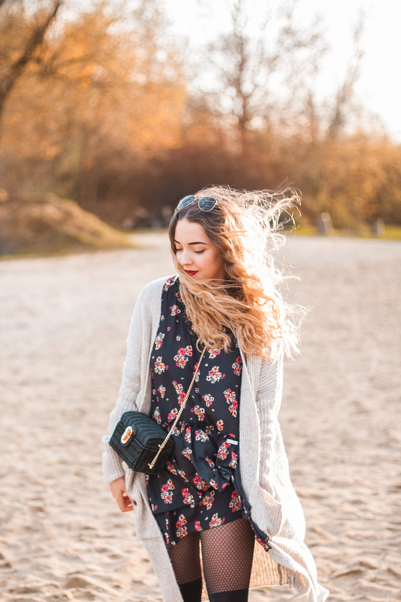 sukienka w kwiaty z koronką diverse